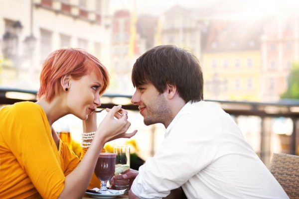 dating couple 600x400 - 6 Habits Of Long-Term Couples